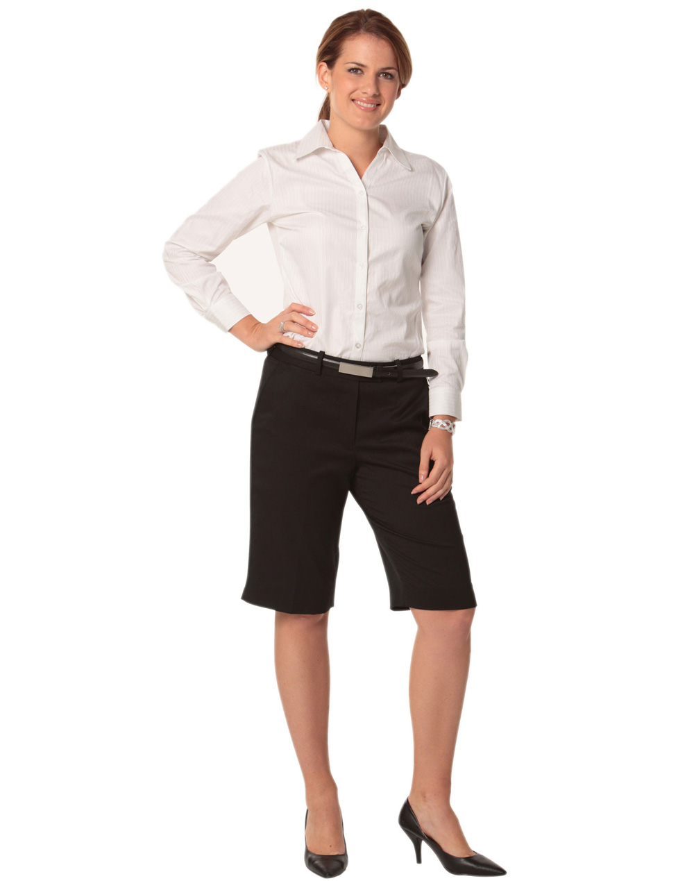 Gap is your source with a fashionable women's knee length shorts collection that is always quality made. Browse our knee length shorts selection for colors, prints, and patterns you will love.